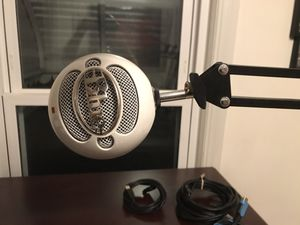 Blue microphone with arm and pop filter for Sale in Parma, OH