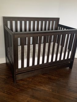 Solid Wood Crib And Mattress for Sale in Glendale,  CA