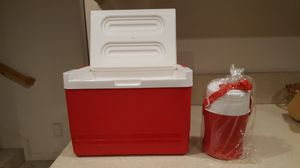 COOLER WITH THERMOS for Sale in Escondido, CA