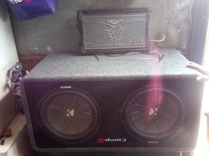 Vendo bosinas y amplificador for Sale in Oakland, CA