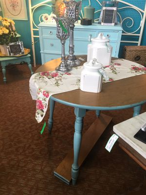 """Shabby chic small 36""""round kitchen table 2 leaves (6"""" each) 30"""" h for Sale in Slatington, PA"""