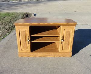 Beautiful Golden Oak Wood TV Console for Sale in Fort Worth, TX