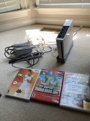 Nintendo wii with 3 games for Sale in Cumming, GA