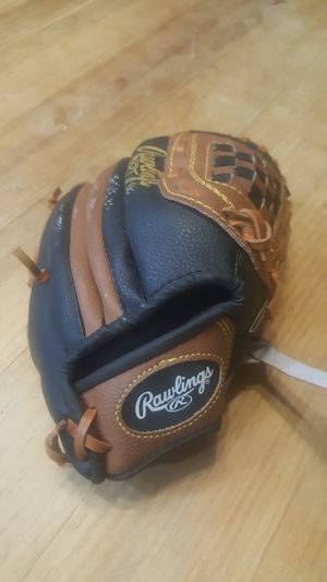 Baseball glove 9 1/2 inch for Sale in Chandler, AZ