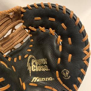 "Mizuno GXF-101 Right Hand Throw RHT 11.5"" Youth First Base Mitt Baseball/Softball for Sale in Jasper, GA"