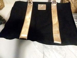 VICTORIA SECRET LSRGE TOTE TRAVEL BAG for Sale in Wilmington, DE