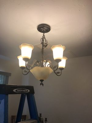 Lamp chandelier FREE for Sale in Miami, FL