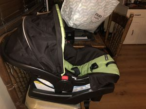 Green Graco snug ride 30! Super cute and great car seat. for Sale in Keizer, OR