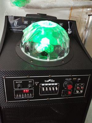 Bosina befre radio usbni Bluetooth con entrada de guitarra i micrófono chingon sonido recargable for Sale in Los Angeles, CA
