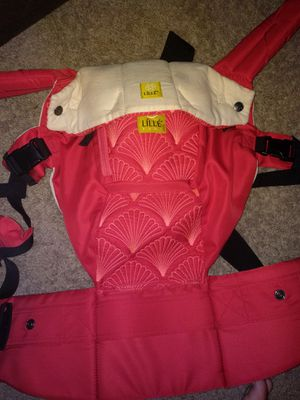 Lillebaby embossed baby carrier for Sale in Coppell, TX