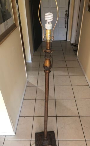 Lamp stand for Sale in Pembroke Pines, FL