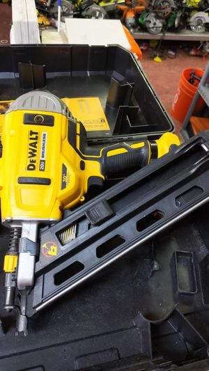 DeWalt framing nailer 30° for paper nails (tool only) for Sale in Dallas, TX