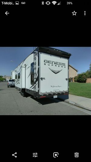 Fifth wheel travel trailer gooseneck for Sale in Moreno Valley, CA