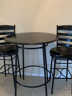 Bar Table and Chair Set for Sale in Alexandria,  VA