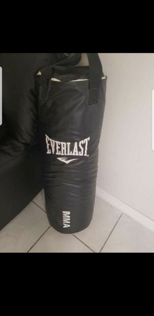 Everlast punching bag for Sale in Hialeah, FL
