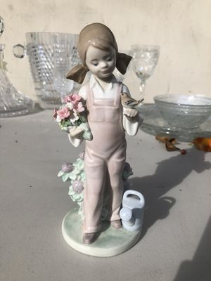 Lladro Spring Girl Figurine for Sale in Los Angeles, CA