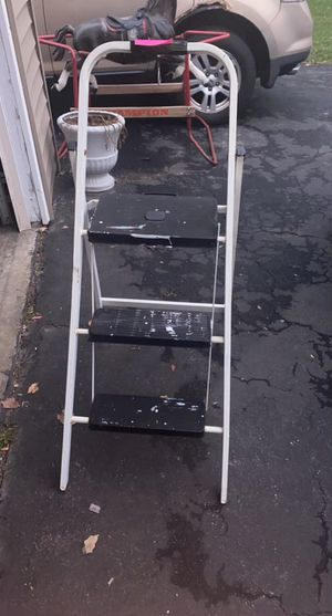 3 step utility ladder for Sale in Wood Dale, IL