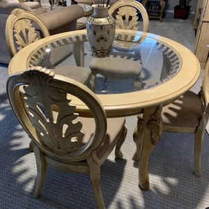 Round Table with 4 Chairs for Sale in Macomb, MI