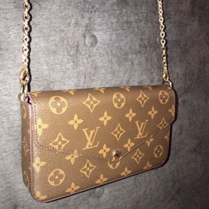 LOUIS VUITTON CROSSBODY BAG for Sale in Fort Worth, TX