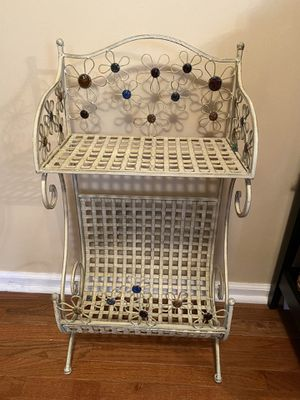 Dainty book/magazine rack for Sale in CT, US