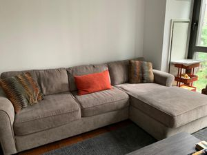 2-pc Sectional Sleeper Sofa Raymour and Flanigan for Sale in New York, NY
