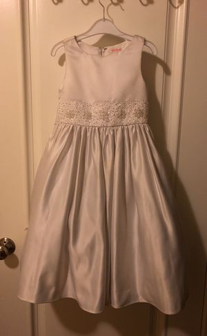 Size 5/6 Flower girl dress, white satin. Only worn once. May need dry clean. for Sale in Hayward, CA