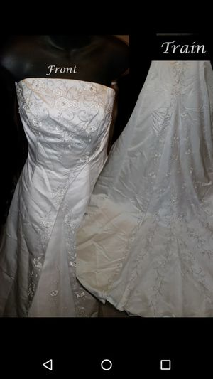 Wedding dresses 150 and up to300 for Sale in Baltimore, MD