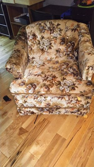 Chair for Sale in Metropolis, IL