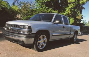 2001 Chevy Silverado excellent condition for Sale in Newport News, VA