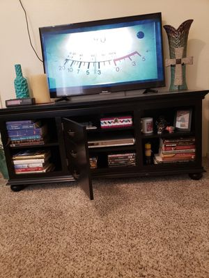 Entertainment center in good condition for Sale in Phoenix, AZ