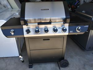 BBQ in perfect condition very clean se abla español for Sale in Phoenix, AZ