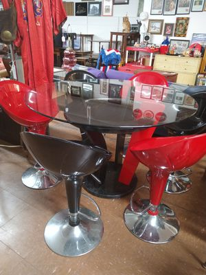 Beautiful modern dining room table for Sale in Reading, PA