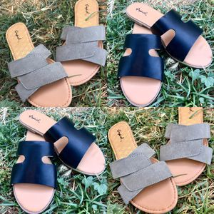 Sandals! 2 x 20 for Sale in Bakersfield, CA