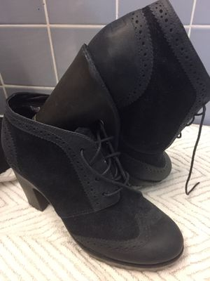 Black lace up shoe boot. New sz 7. Thick lug sole for Sale in NJ, US