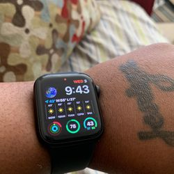 Apple Watch Series 6 With Loop Bands for Sale in Baltimore,  MD