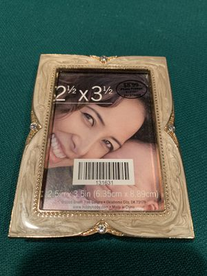 Picture Frame. 2.5 x 3.5 for Sale in Columbia, MO