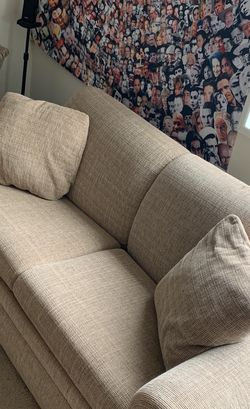 La Z Boy Love Seat And Pull Out Bed (full) From Reymore And flannigan for Sale in Clifton Heights,  PA