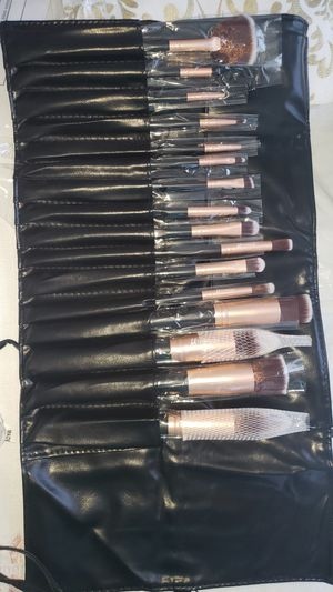 16pcs Professional makeup brush set with bag for Sale in Los Angeles, CA