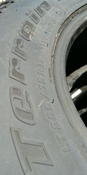 Mud terrain 255 75r17 95% tread for Sale in Cumberland, VA