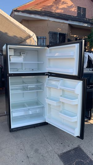 Refrigerator whirlpool for Sale in Los Angeles, CA