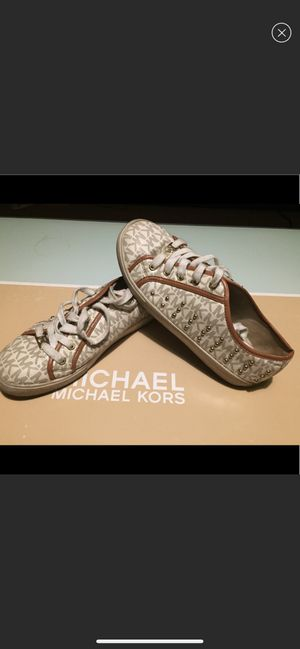 MICHAEL KORS Ivory medici leather sneakers 6 for Sale in Queens, NY