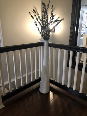 Tall glossy white vase for Sale in Snohomish, WA