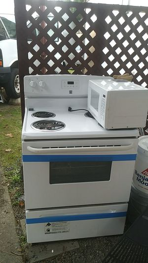 Microwave and electric stove for Sale in Auburn, WA