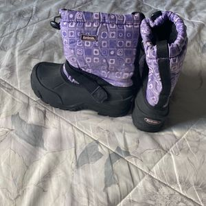 Snow Boots Boy Size 1 for Sale in Compton, CA