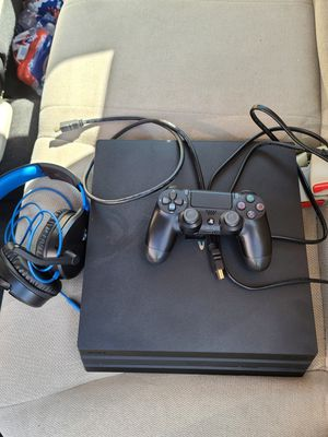 Ps4 Pro 1tb with controller/headset for Sale in Atlanta, GA