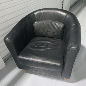 Black Leather Reading Chair for Sale in Westchester, IL