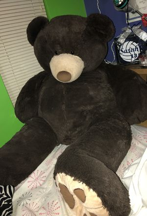 Giant Brown Stuffed Bear for Sale in Cleveland, OH