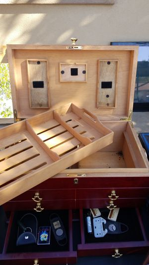 Large Thompson Humidor- Cigar Box for Sale in Phoenix, AZ