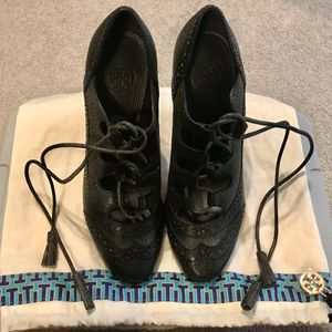 Tory Burch Lace Up Oxford Pumps size 6 for Sale in Portland, OR