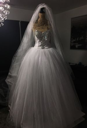 Wedding dress NEW NEVER WORN for Sale in Waterford Township, MI